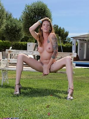 Long-legged beauty Morgan strips outdoors